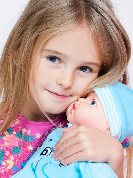 Česky hovoriaca a spievajúca detská bábika PlayTo Terezka 46 cm